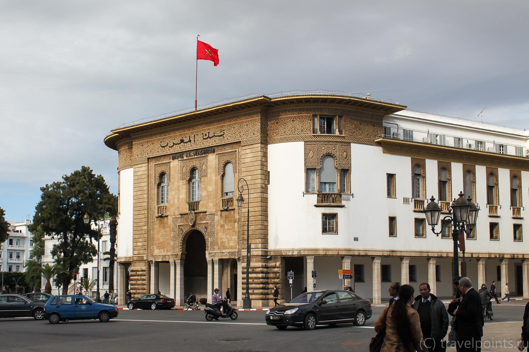 То ли почта, то ли банк. Просто красивое здание в центре