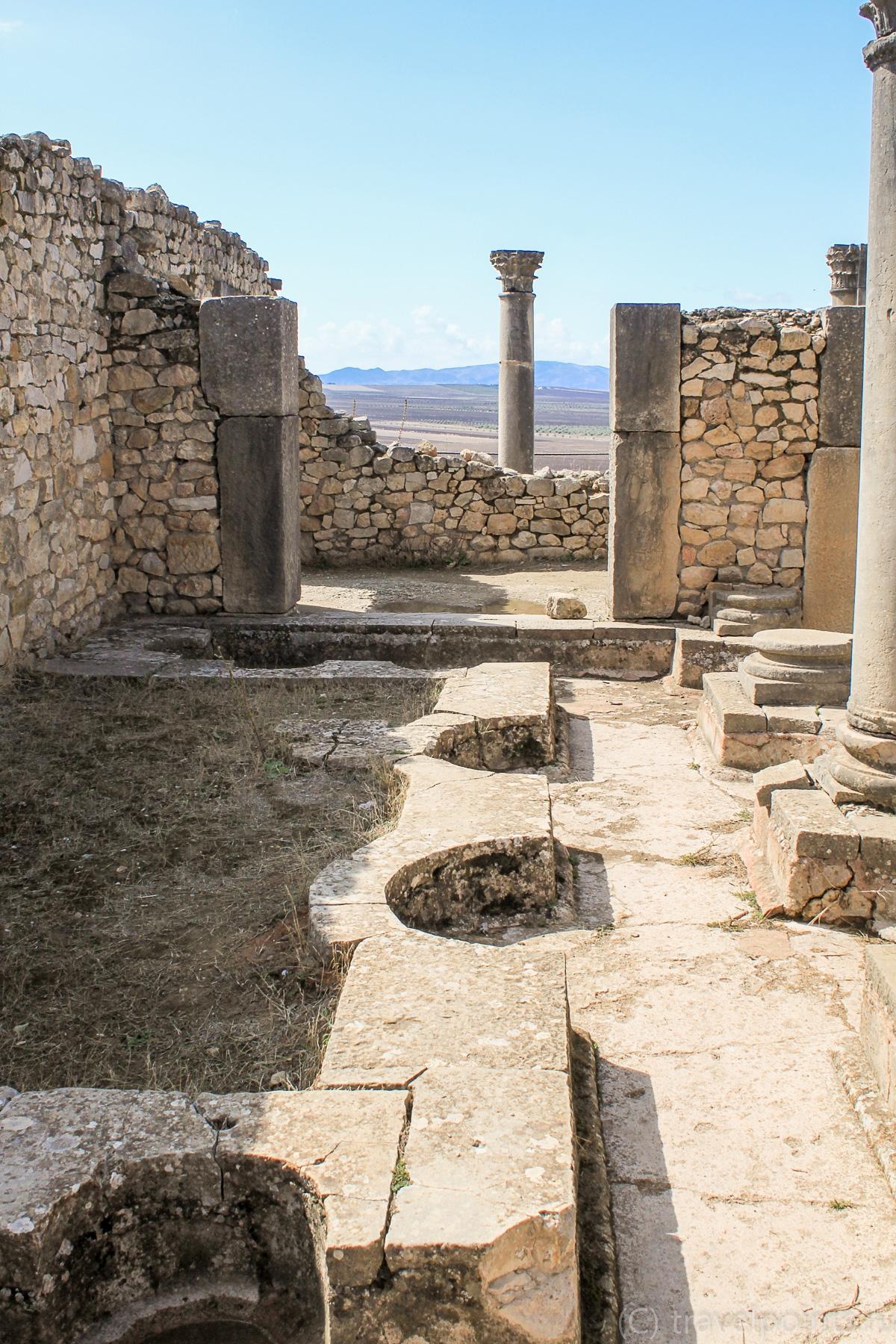 Древние туалеты в Волюбилисе