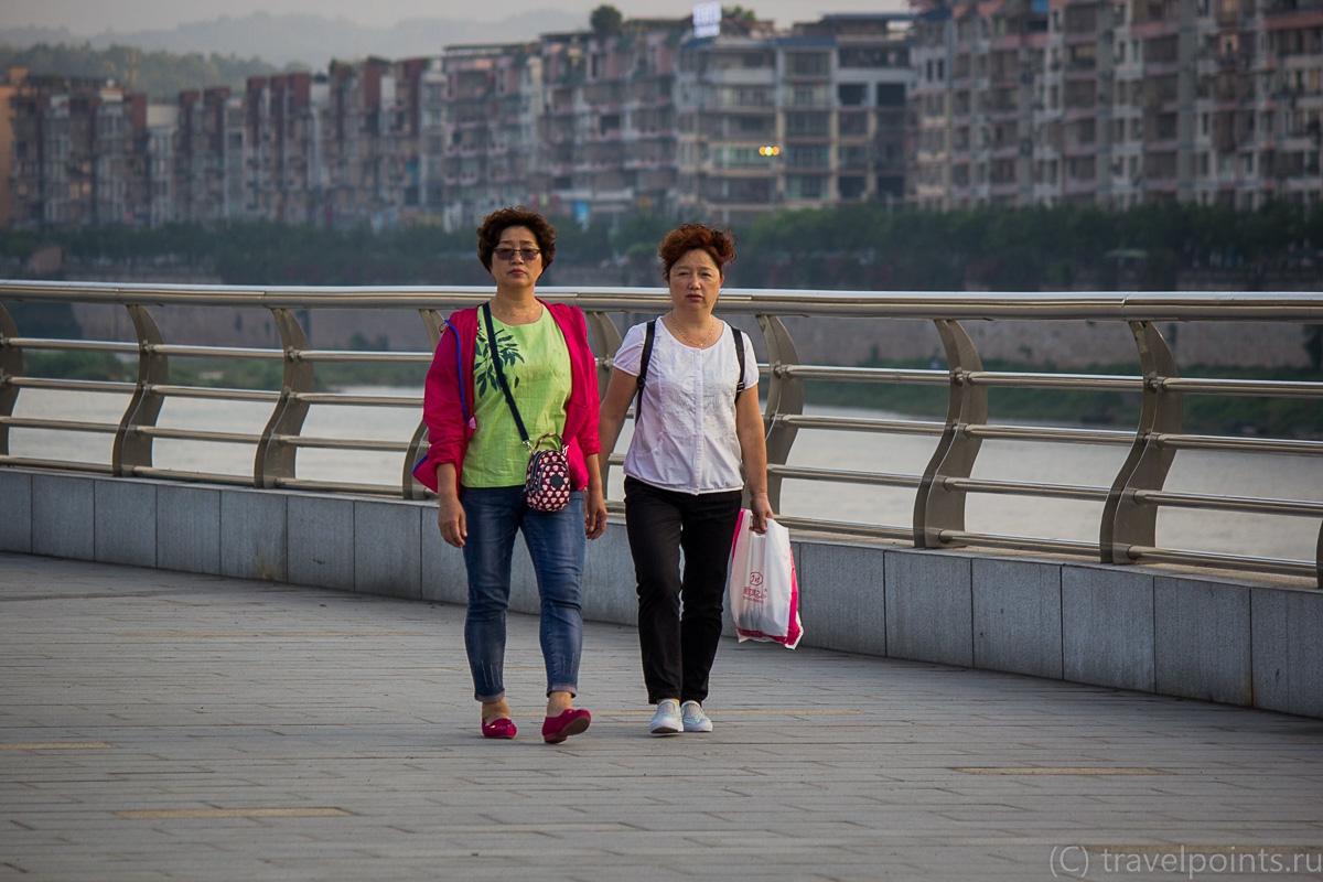 Прогуливающиеся тетушки