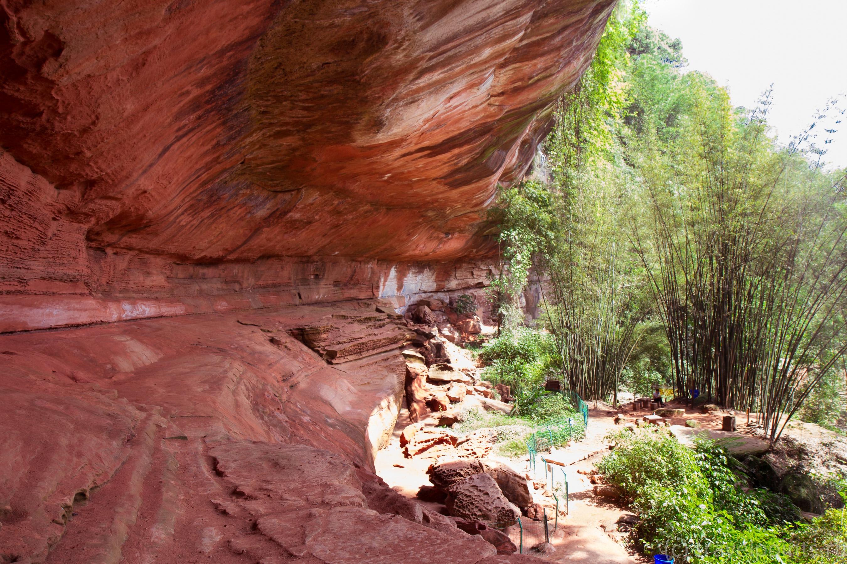 Пещера очень большая