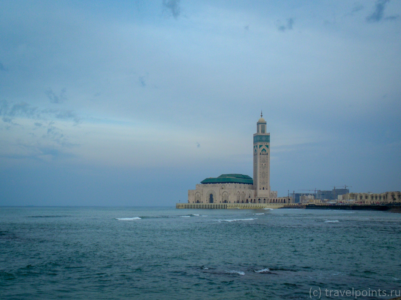 Мечеть Хасана издалека