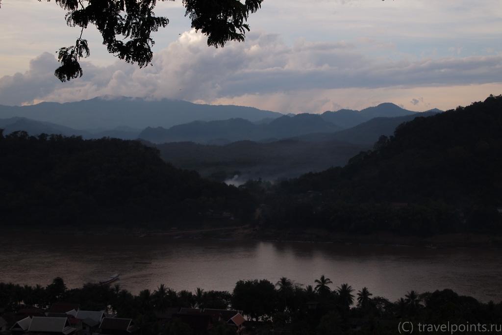 Вид с холма Пуси, Луанг Прабанг