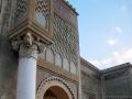 В украшении этих ворот использованы колонны из Волюбилиса