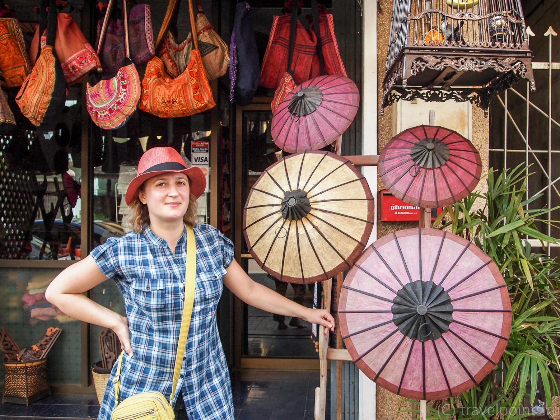 Сувенирная лавка рядом с рынком
