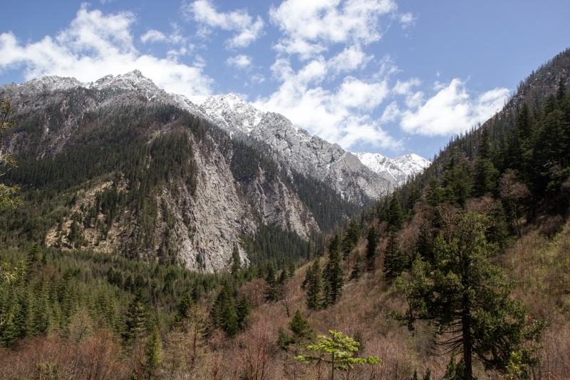 Горы в районе Цзючжайгоу