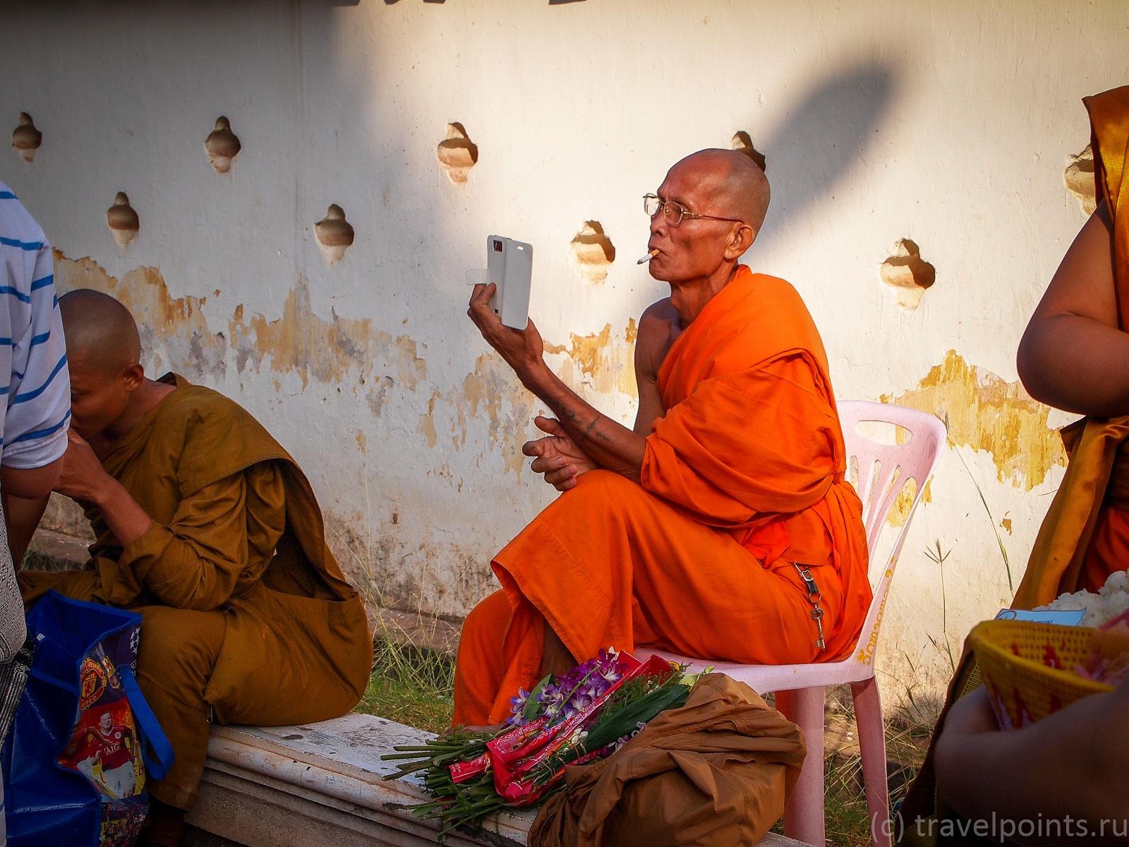 Беспечный монах постит фоточки в соцсетях