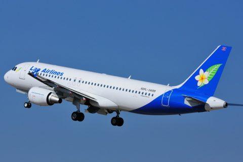 Самолет Лао Эйрлайнс в полете